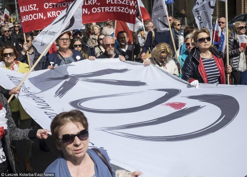 Manifestacja Komitetu Obrony Demokracji we Wrocławiu /Leszek Kotarba  /East News