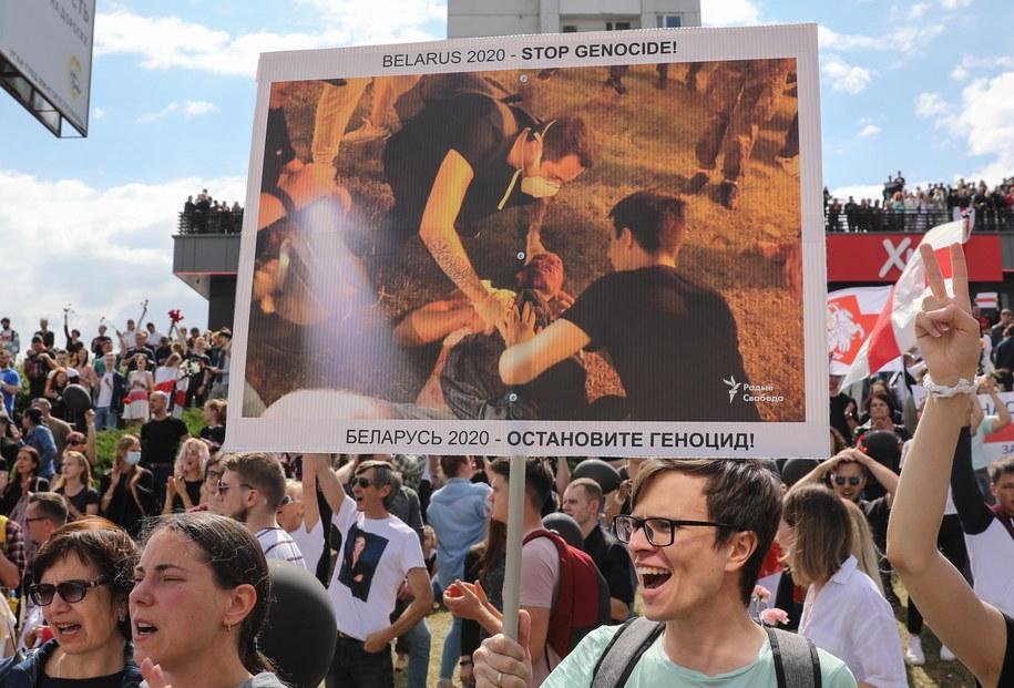 Manifestacja na ulicach Mińska / STR   /PAP/EPA