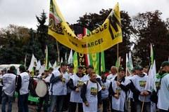 Manifestacja OPZZ na placu Defilad