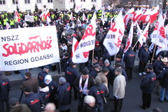 Manifestacja PiS przeciwko planom wydłużenia wieku emerytalnego