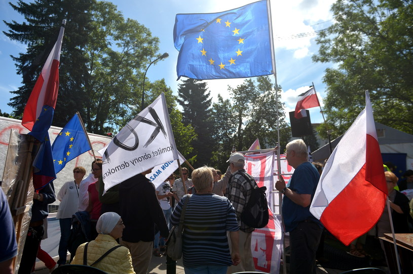 Manifestacja pod Sejmem /Marcin Obara /PAP
