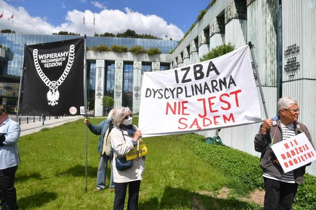 Manifestacja poparcia dla sędziego Włodzimierza Wróbla /Radek  Pietruszka /PAP