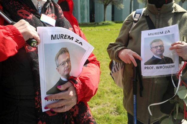 Manifestacja poparcia sędziego Włodzimierza Wróbla przed Sądem Najwyższym w Warszawie /Wojciech Olkuśnik /PAP