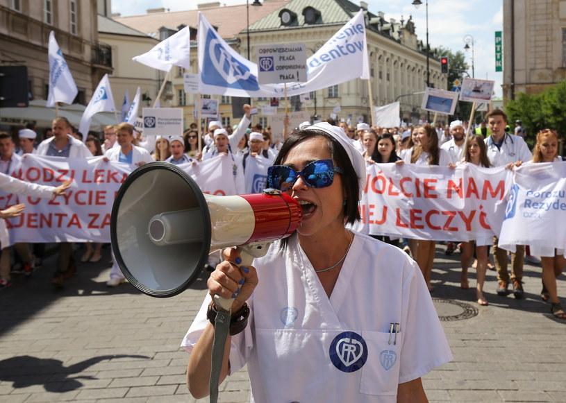 Manifestacja Porozumienia Rezydentów OZZL na warszawskich ulicach /Paweł Supernak /PAP