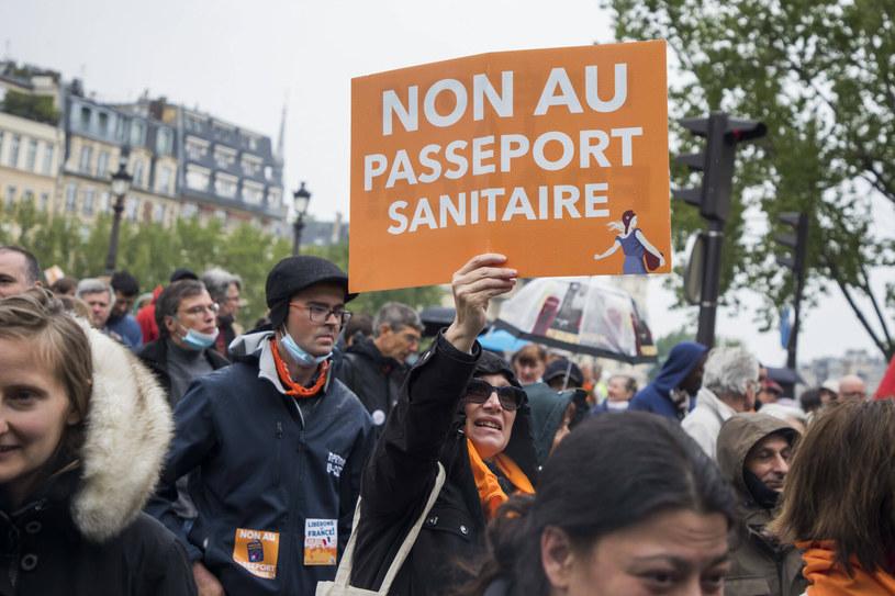 Manifestacja przeciw paszportom sanitarnym we Francji /East News