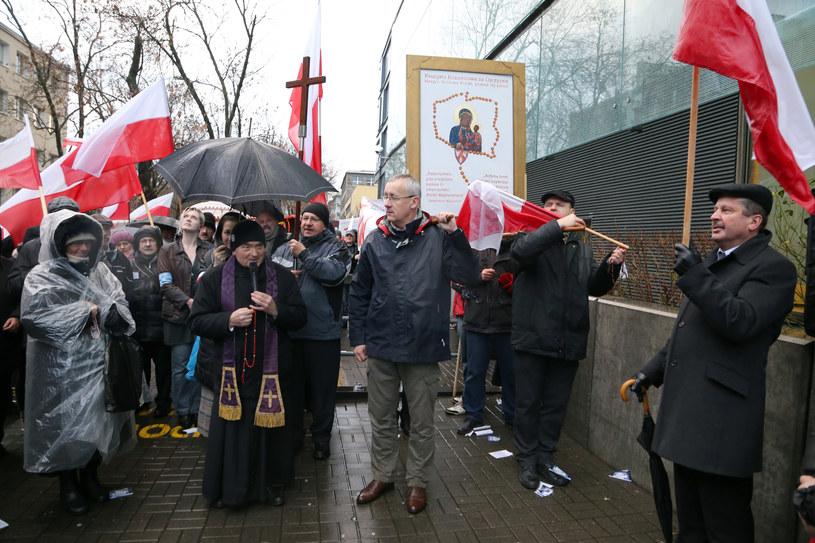 """Manifestacja przeciwko """"kłamliwym mediom"""" /Joanna Borowska /Agencja FORUM"""