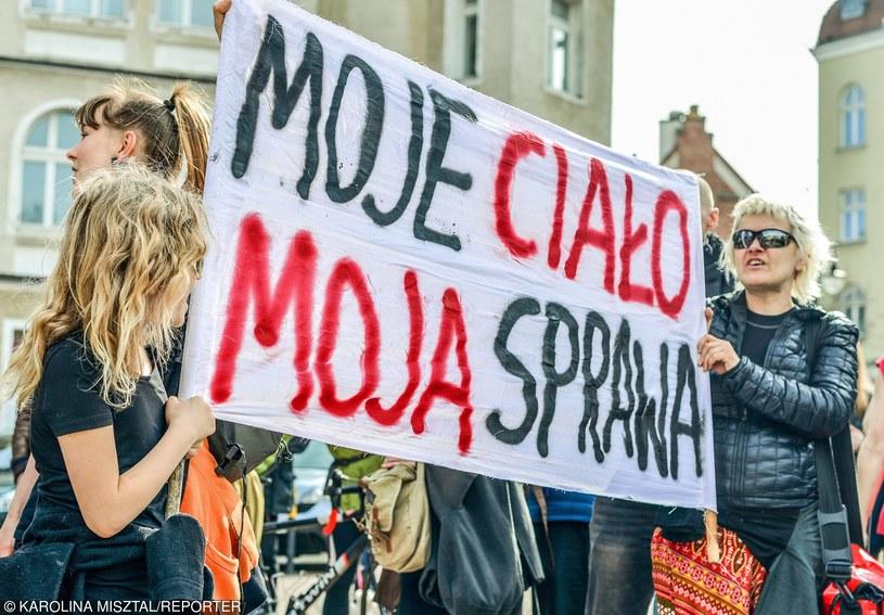 Manifestacja przeciwko zaostrzeniu ustawy antyaborcyjnej (Sopot, 03.04.2016 r.) /Karolina Misztal /Reporter