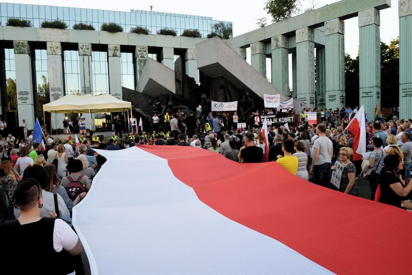 Manifestacja przeciwników reformy sądownictwa przed gmachem Sądu Najwyższego /Jacek Turczyk /PAP