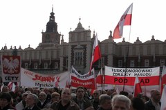 Manifestacja przeciwników rządu przed Bazyliką Mariacką