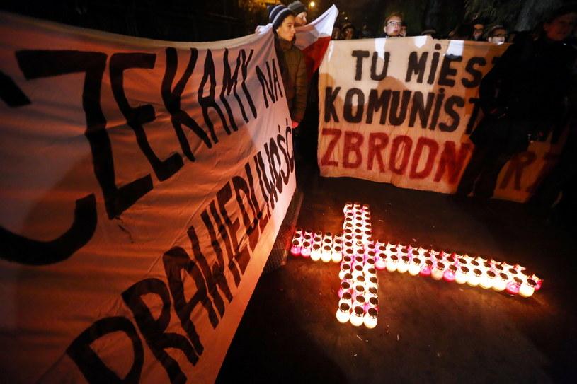 Manifestacja przed domem gen. Wojciecha Jaruzelskiego /Tomasz Gzell /PAP