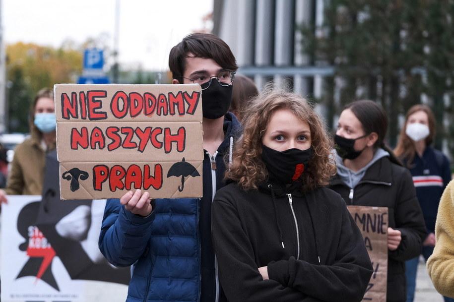 Manifestacja przed Sejmem  to kolejny protest przeciwników zaostrzenia prawa aborcyjnego /Mateusz Marek /PAP