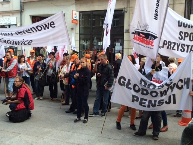 Manifestacja przed urzędem miasta w Katowicach /Anna Kropaczek /RMF FM