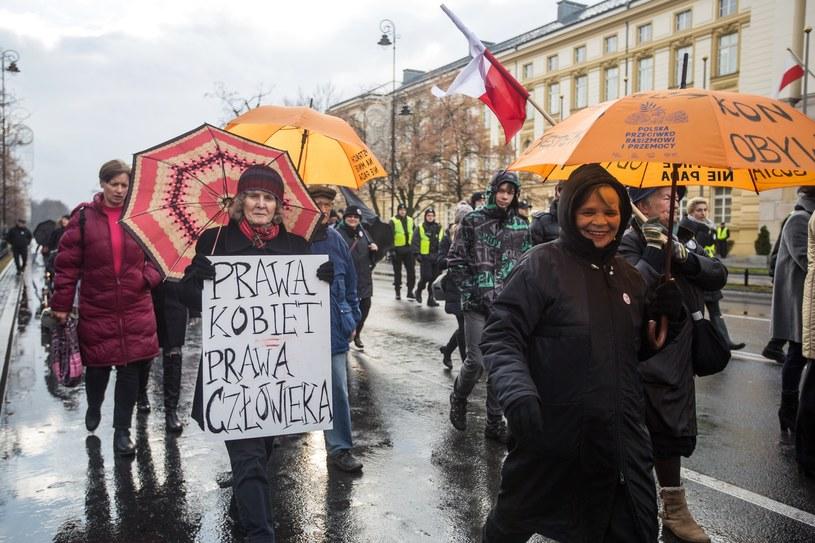 """Manifestacja """"Siła kobiet"""", Warszawa, listopad 2016 /Katarzyna Chmura-Cegielkowska /East News"""