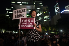 """Manifestacja w Chinach na rzecz niepodległości Hongkongu. """"Suwerenność należy do ludu"""""""
