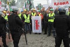 Manifestacja w obronie kopalni. Policja musiała użyć pałek i gazu
