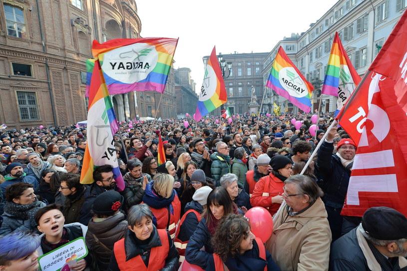 Manifestacja zwolenników uchwalenia przez parlament ustawy o związkach partnerskich /ALESSANDRO DI MARCO  /PAP/EPA