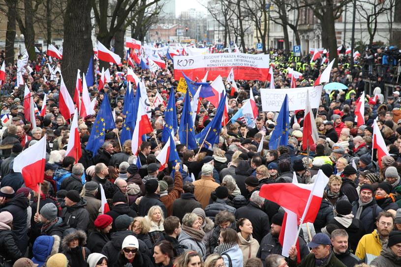 Manifestacje KOD przed Trybunałem Konstytucyjnym /Rafał Guz /PAP