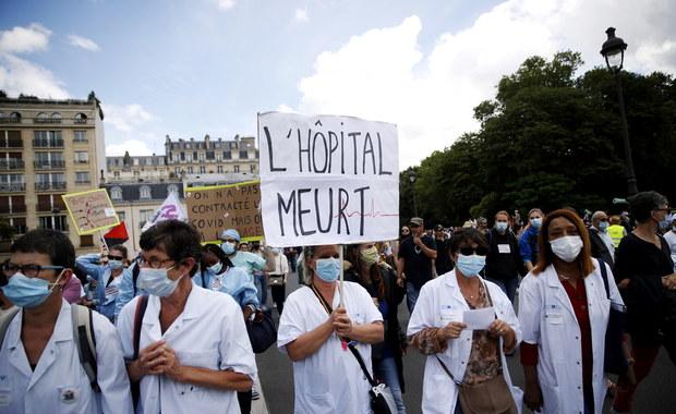 """Manifestacje pracowników francuskiej służby zdrowia. """"Czekoladowe medale i obietnice nie wystarczą"""""""