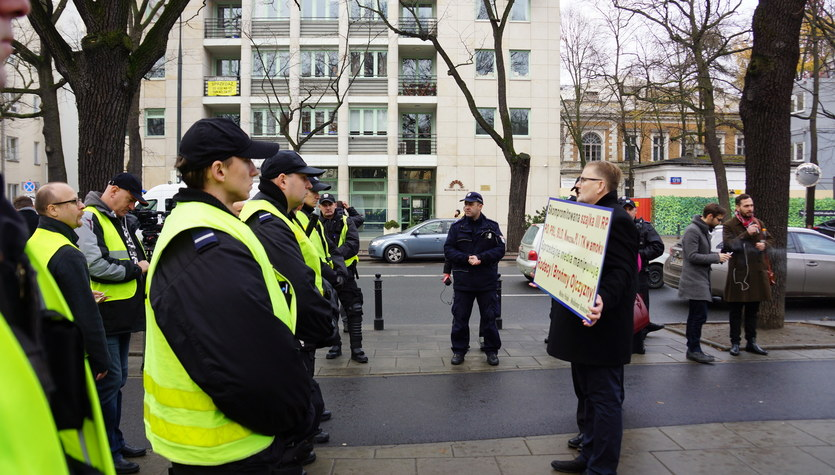 Manifestacje przed siedzibą Trybunału Konstytucyjnego w Warszawie