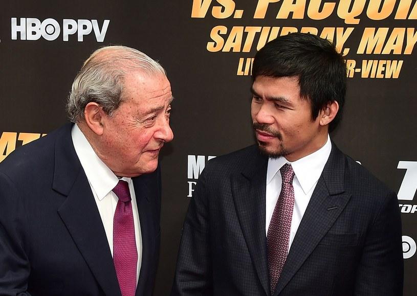 Manny Pacquiao (z prawej) i Bob Arum /AFP