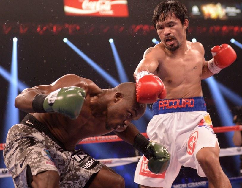 Manny Pacquiao (z prawej) w walce z Timothym Bradleyem /AFP