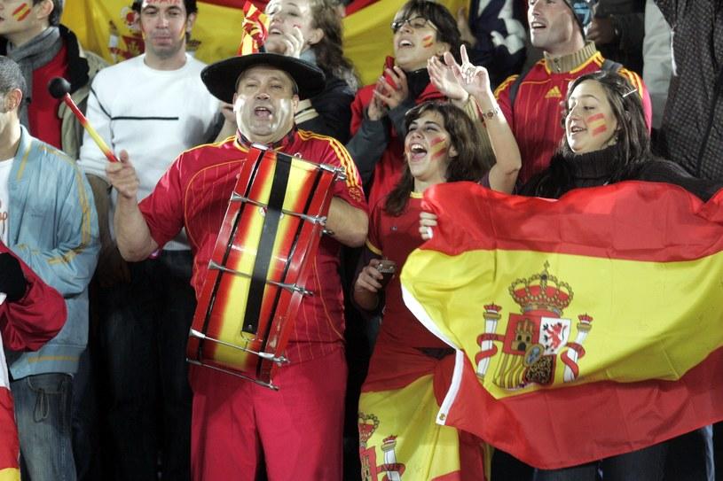 Manolo (z bębnem) jest żywym symbolem Mistrzostw Świata /AFP
