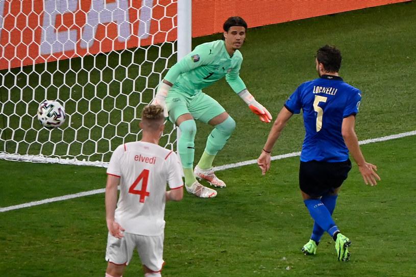 Manuel Locatelli strzela gola na 1-0 /AFP