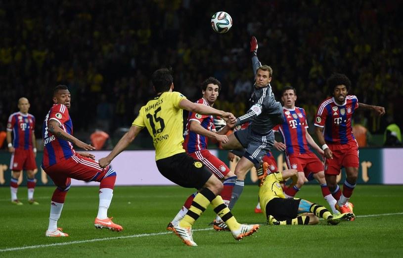 Manuel Neuer interweniuje w meczu z Borussią /AFP