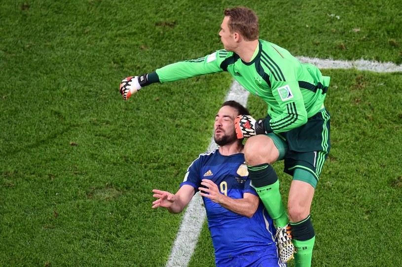 Manuel Neuer staranował Gonzalo Higuaina /AFP