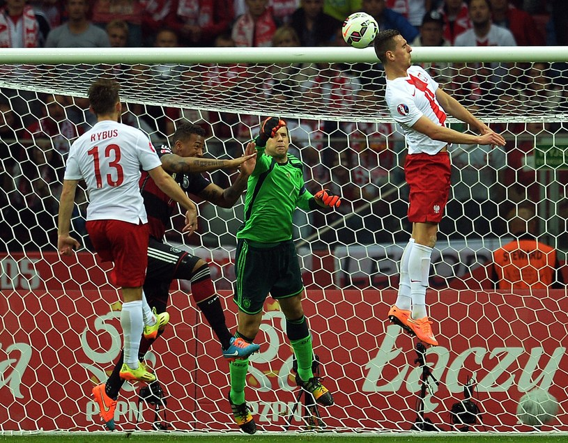Manuel Neuer zostaje pokonany przez Arkadiusza Milika /AFP