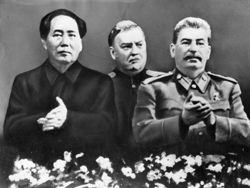 Mao Tse-tungiem, Nikołaj Aleksandrowicz Bułganin i Józef Stalin /Getty Images