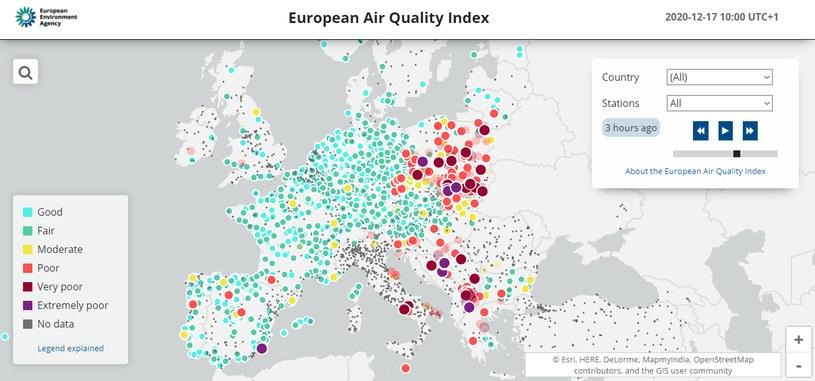 Mapa pomiarów Europejskiego Indeksu Jakości Powietrza, stan na 17 grudnia 2020 /European Air Quality Index/Esri/HERE/DeLorme/MapmyIndia/OpenStreetMap /domena publiczna