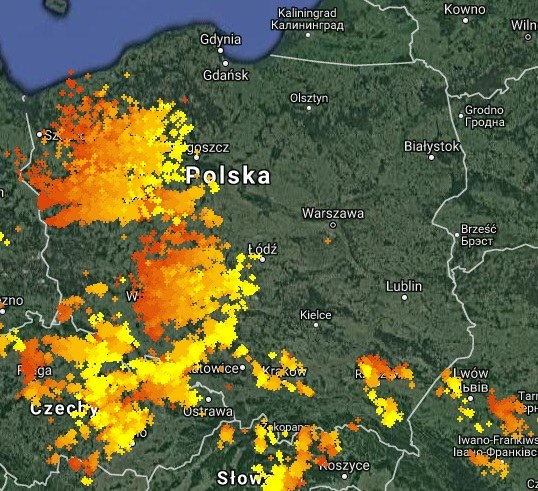 Mapa wyładowań nad Polską (stan na godz. 16:45) /
