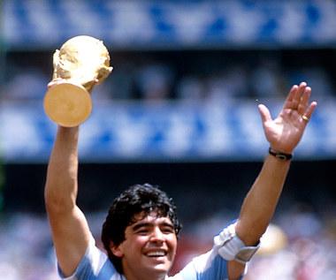 """Maradona nie żyje. Legenda bez """"Złotej Piłki"""". Ile razy na nią zasłużył?"""