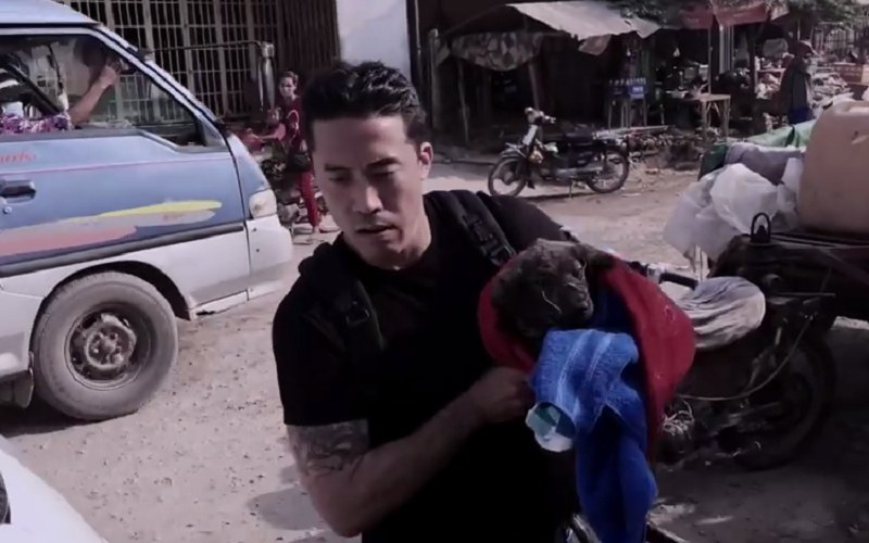Marc Ching poświęcił swoje życie ratowaniu psów skazanych na śmierć /Animal Hope and Wellness Foundation /YouTube