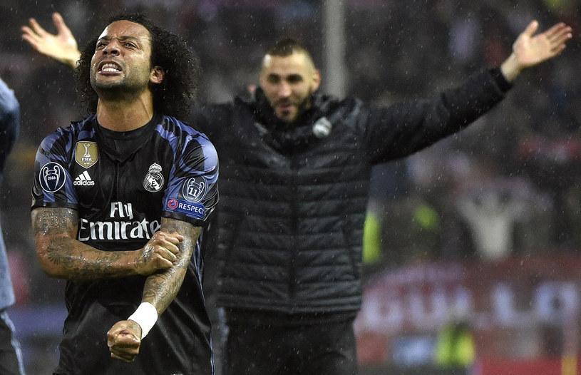 Marcelo cieszy się z awansu do finału LM. Z tyłu bohater meczu Karim Benzema /GERARD JULIEN /AFP