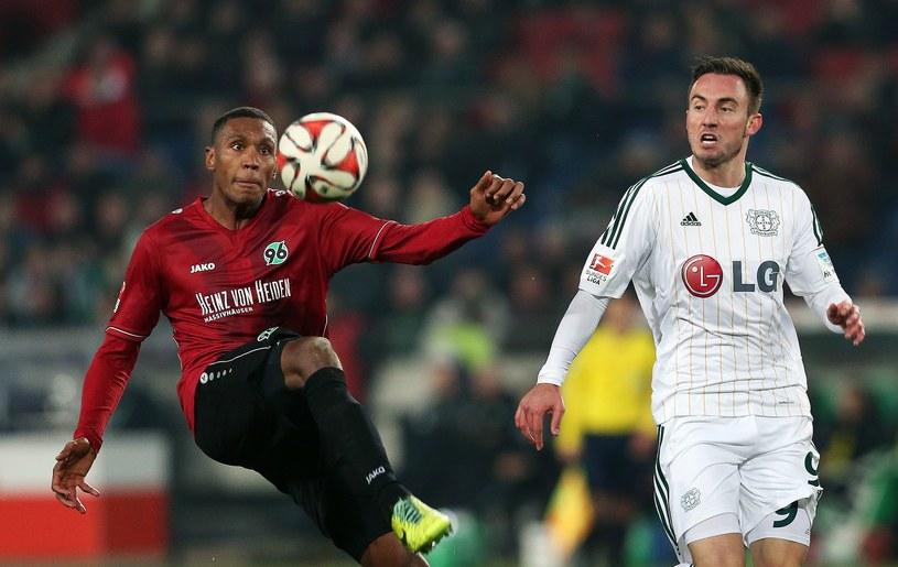 Marcelo (z lewej) przedłużył kontrakt z klubem Hannover 96 /AFP
