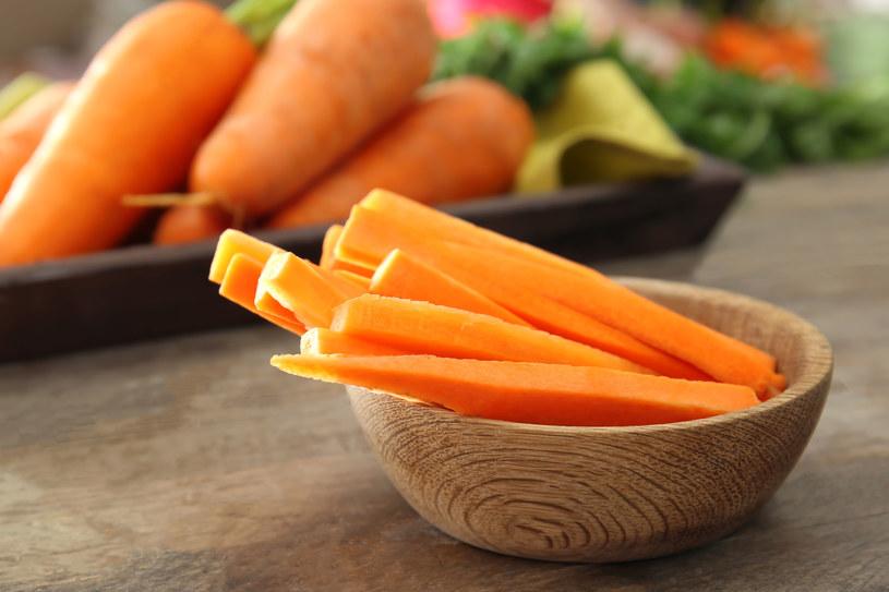 Marchew może stanowić smaczny i zdrowy dodatek do obiadu /123RF/PICSEL