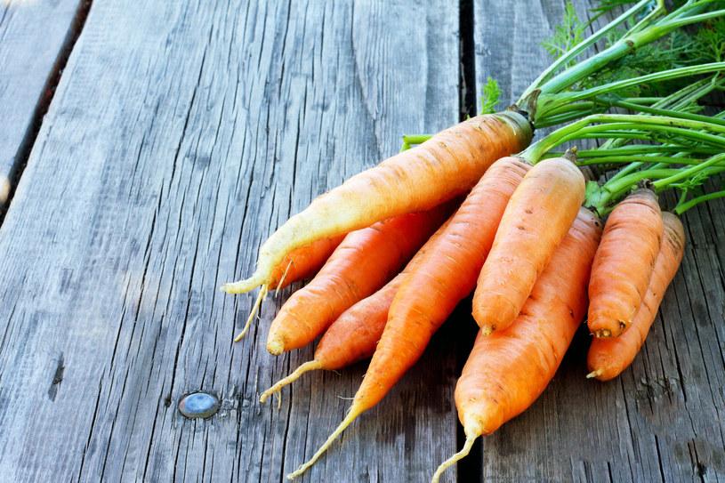 Marchewki to jedno z najlepszych warzywnych źródeł beta-karotenu /123RF/PICSEL