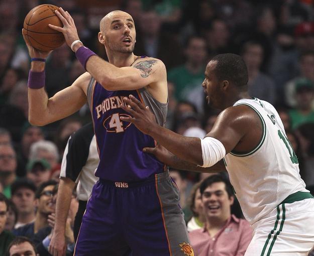 Marcin Gortat był najlepszym strzelcem Suns w meczu z Warriors /Getty Images/Flash Press Media