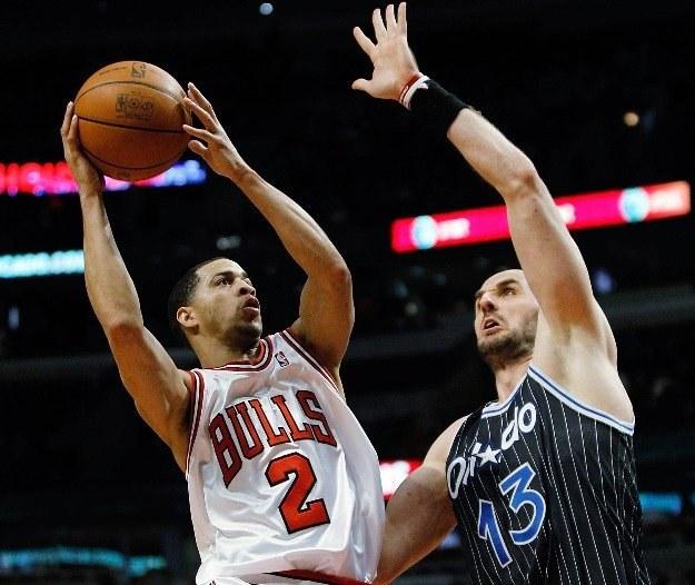 Marcin Gortat i Jannero Pargo z Chicago Bulls /AFP