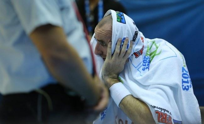 Marcin Gortat i spóła po dwóch meczach Eurobasketu nie mają powodów do radości /PAP/EPA