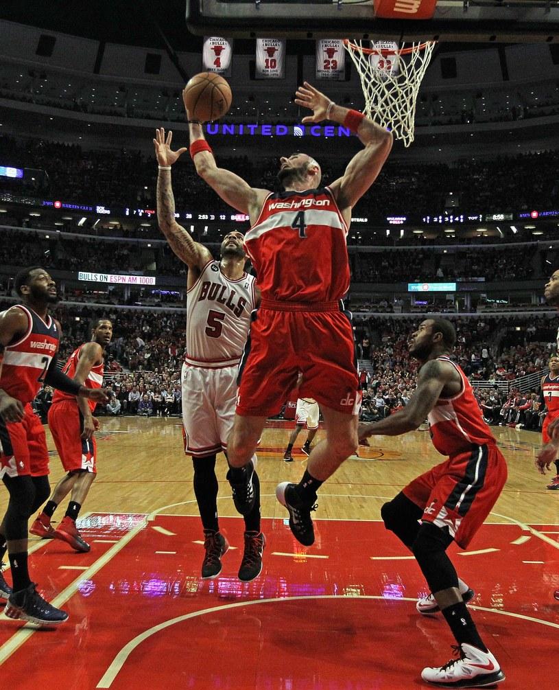Marcin Gortat, koszykarz Washington Wizards podczas meczu z Chicago Bulls /AFP