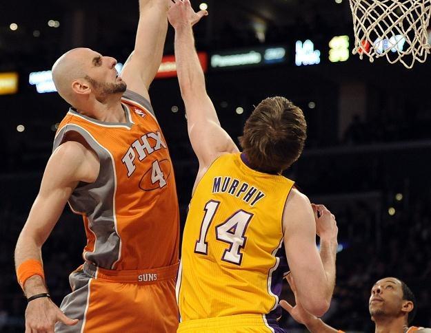 Marcin Gortat w akcji na kosz Lakers /PAP/EPA