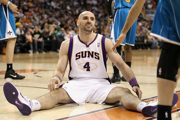 Marcin Gortat w barwach Phoenix Suns radzi sobie doskonale /AFP