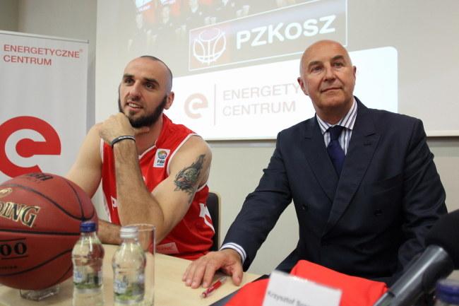 Marcin Gortat (z lewej) /Piotr Wittman /PAP