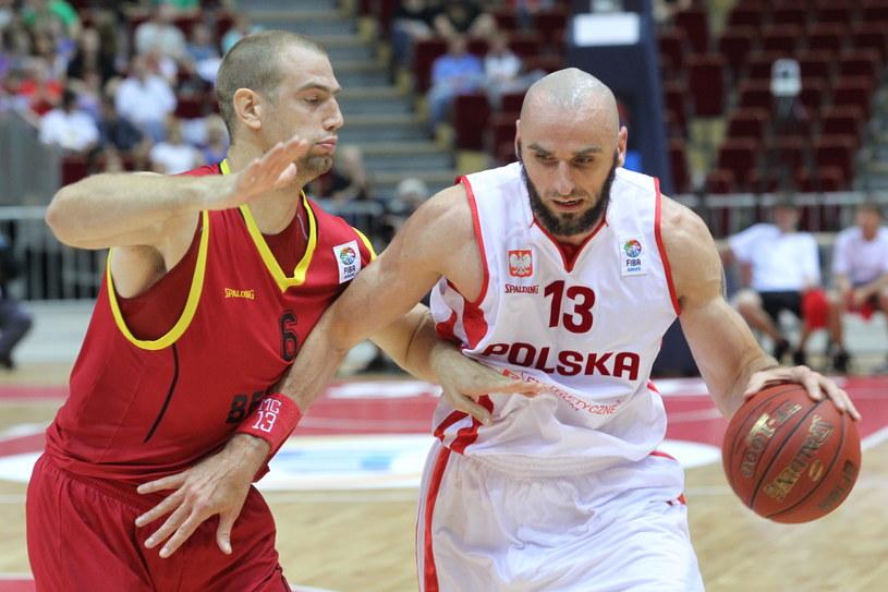 Marcin Gortat (z prawej) zdobył 23 punkty w meczu z Belgią /Fot. Piotr Wittman /PAP
