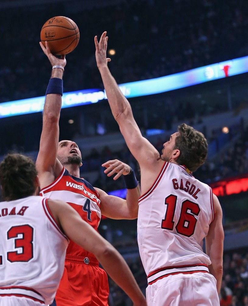 Marcin Gortat zdobył w meczu z Chicago Bulls 13 punktów /AFP