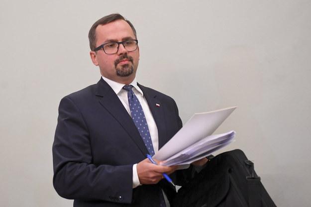 Marcin Horała jest szefem komisji śledczej ds. VAT / Radek Pietruszka   /PAP