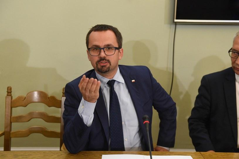 Marcin Horała podczas pierwszego posiedzenia komisji śledczej ds wyłudzeń podatku VAT /Jacek Dominski/REPORTER /Reporter